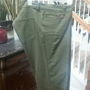 Hunter Green skinny jeans with zipper at ankles